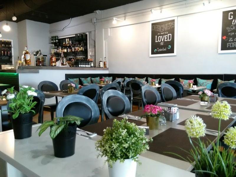 Piccolo restaurant, updates its international menu on Camposol.